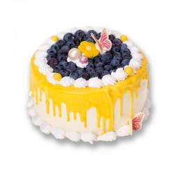 Tort udekorowany owocami